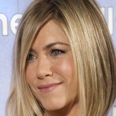 Jennifer Aniston Debuts New Hairdo & a Babybump?