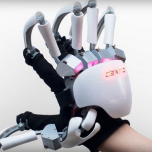 This Exoskeleton Glove Could Let You Feel The 'Shape' of VR