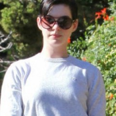 Anne Hathaway Has A Special Gift For Paparazzi
