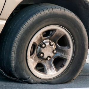 6 Early Warning Signs That You Need New Tires