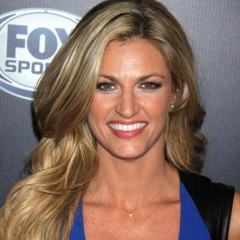Erin Andrews is the Co-Host  of 'DWTS'
