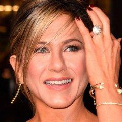 Jennifer Aniston Proves This Summer Staple Is Still Going Strong