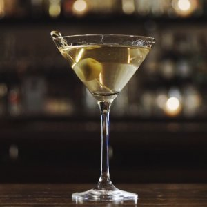 The Recipe for the Classic Dirty Martini