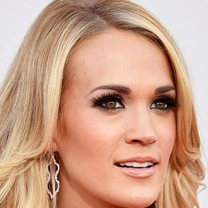 This Is What Carrie Underwood Looks Like After 40 Stitches