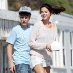 Justin Bieber & Selena Gomez Go On A 'Peaceful' Vacation
