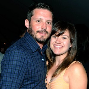 Kelly Clarkson Gets Engaged