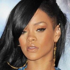Rihanna Booed By Her Own Fans