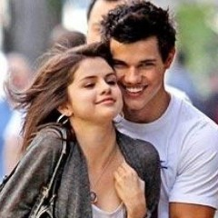 Looks Like Taylor Lautner Has A New Girlfriend