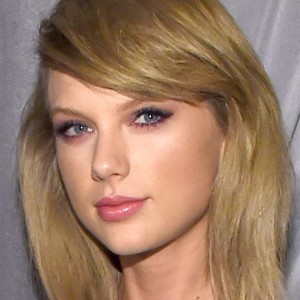 Take a Peek Inside Taylor Swift's Beautiful Los Angeles House
