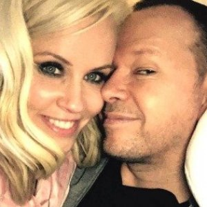 Weird Things Everyone Ignores About Jenny McCarthy's Marriage