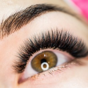 Doctors Have a Scary Warning About Eyelash Extensions